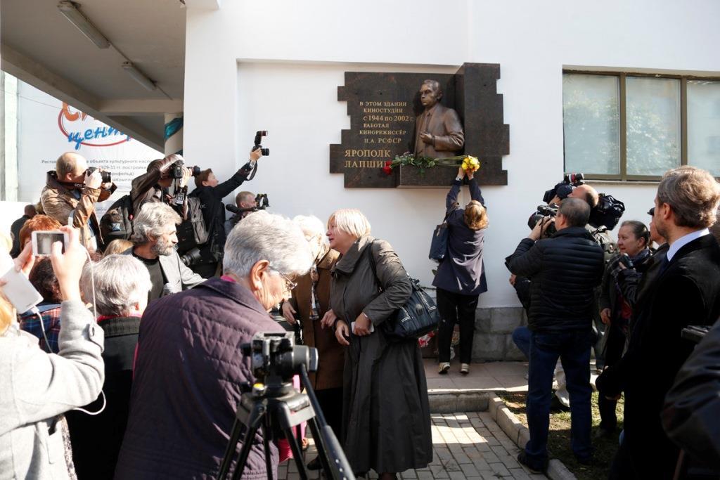 ВЕкатеринбурге открыли горельеф кинорежиссеру Ярополку Лапшину