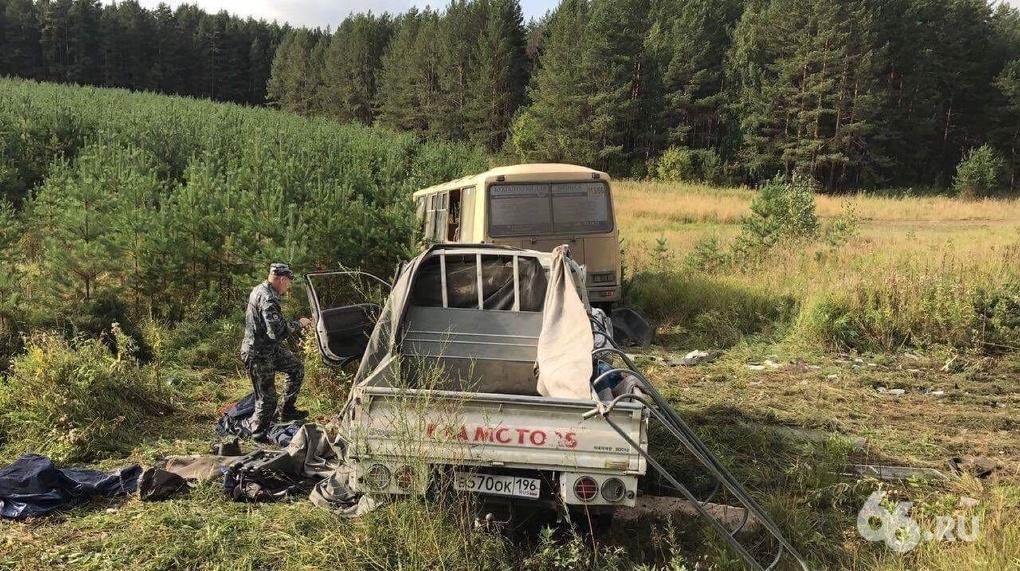 ВСвердловской области вДТП один человек умер и12 пострадало