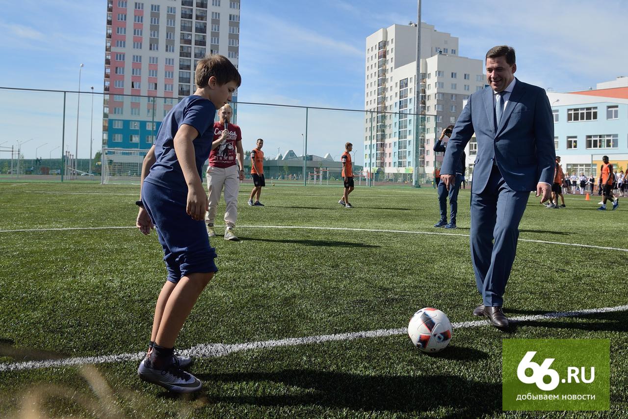 Губернатор Куйвашев может попасть вКнигу рекордов. Он продемонстрировал учащимся финт