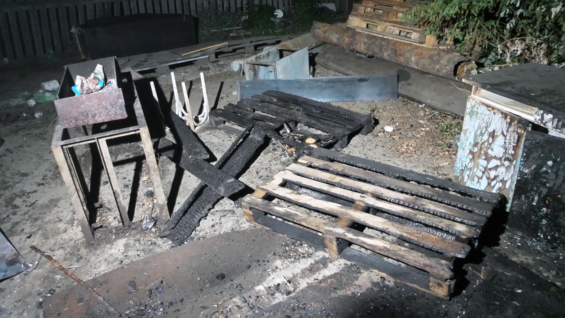 При тушении горящего мусора вЕкатеринбурге пожарные отыскали труп