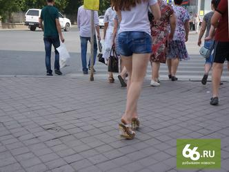 foto-vid-szadi-devushek-anna-semenovich-i-ee-zadnitsa-foto