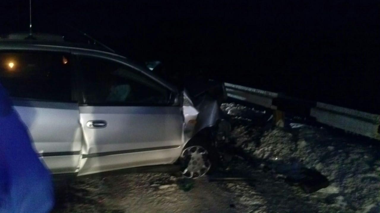 На трассе в Свердловской области при столкновении двух иномарок пострадали водители