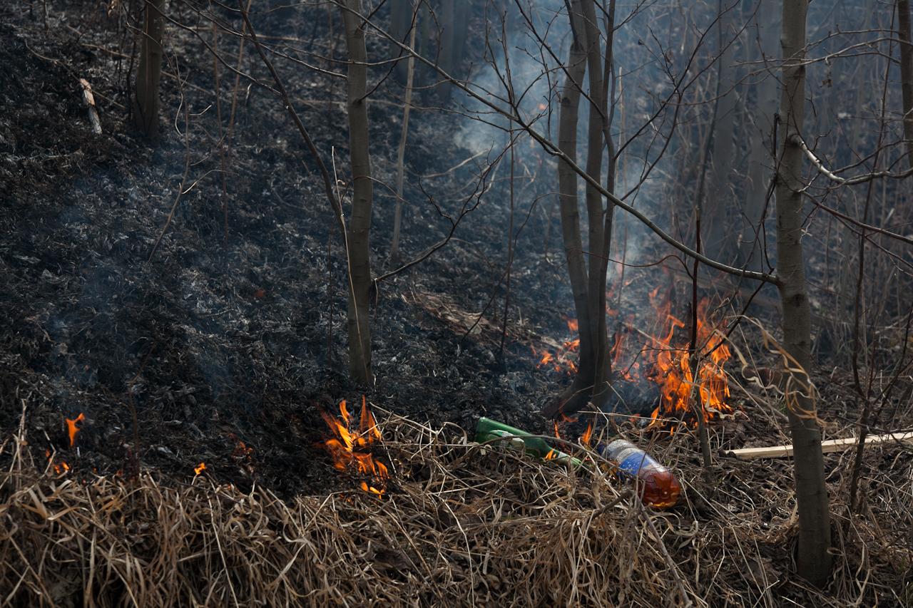 Жители свердловских поселков остались без света из-за пожара на нелегальной свалке
