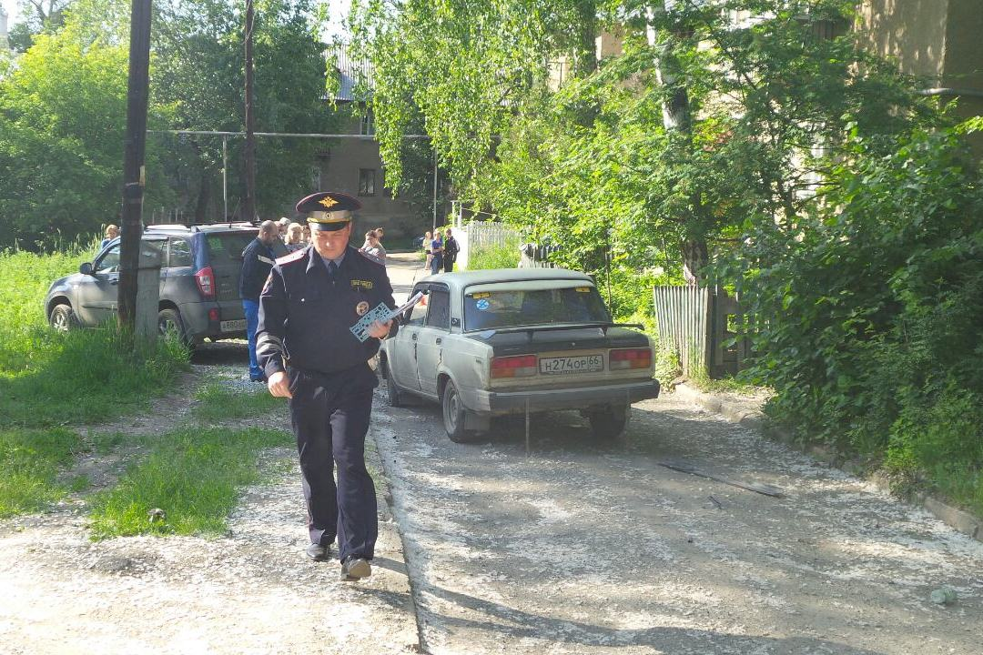 Парней, избивших водителя на Эльмаше после смертельного ДТП, задержали