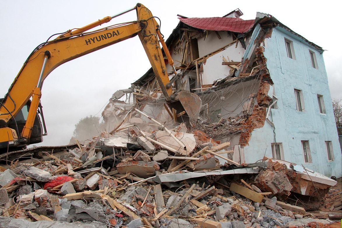Под застройку многоэтажками на Уралмаше снесут два нелегальных дома
