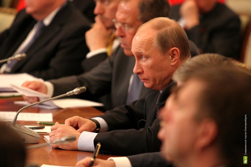 Советы Путину: Минфин предлагает экономить на матерях, пенсионерах и чиновниках