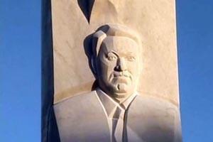 Оскверненный памятник Борису Ельцину отмыли за день