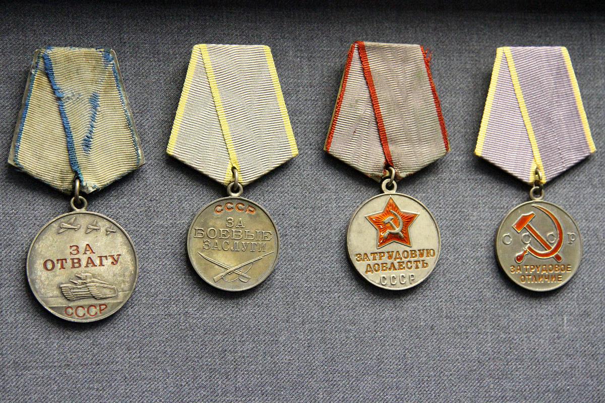 Латвия хочет запретить ветеранам ВОВ носить советские награды