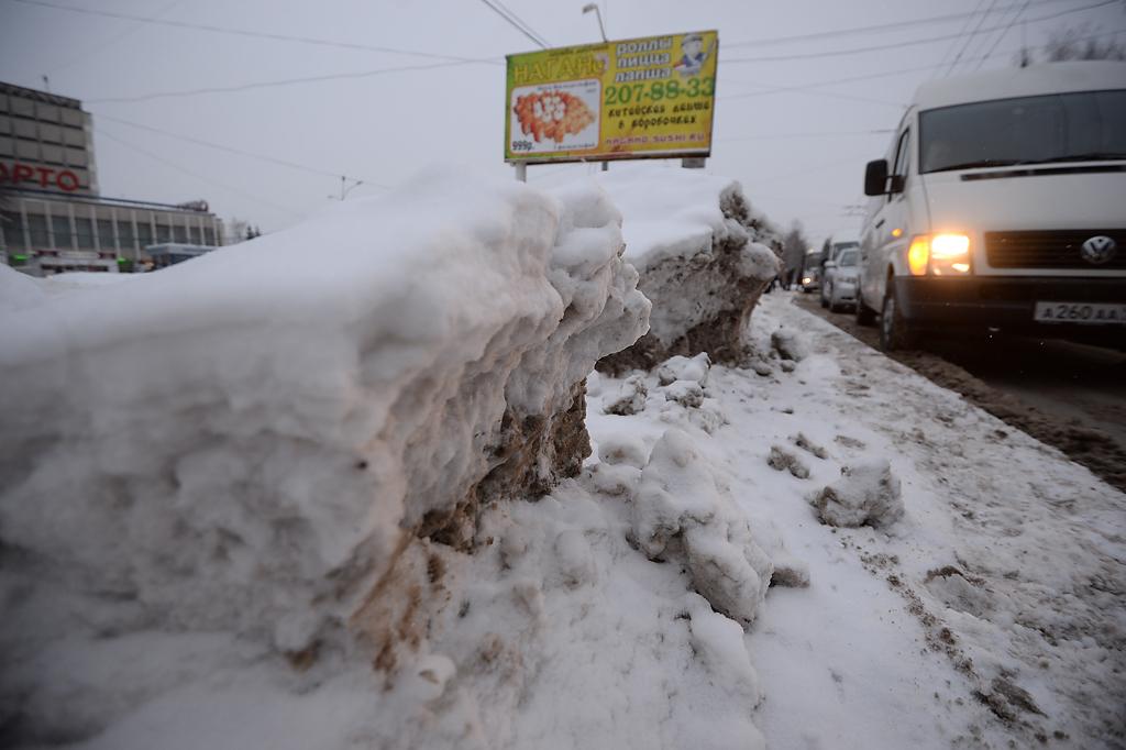 Снежные заносы и ДТП на трассах: спасатели составили список опасных участков дорог