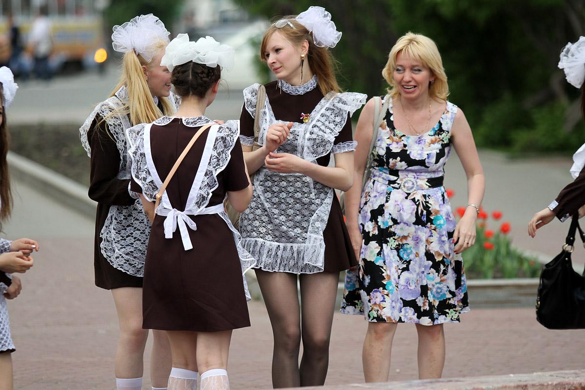 Выпускники с улиц хотят видеть Украину частью России и мечтают о Туманном Альбионе