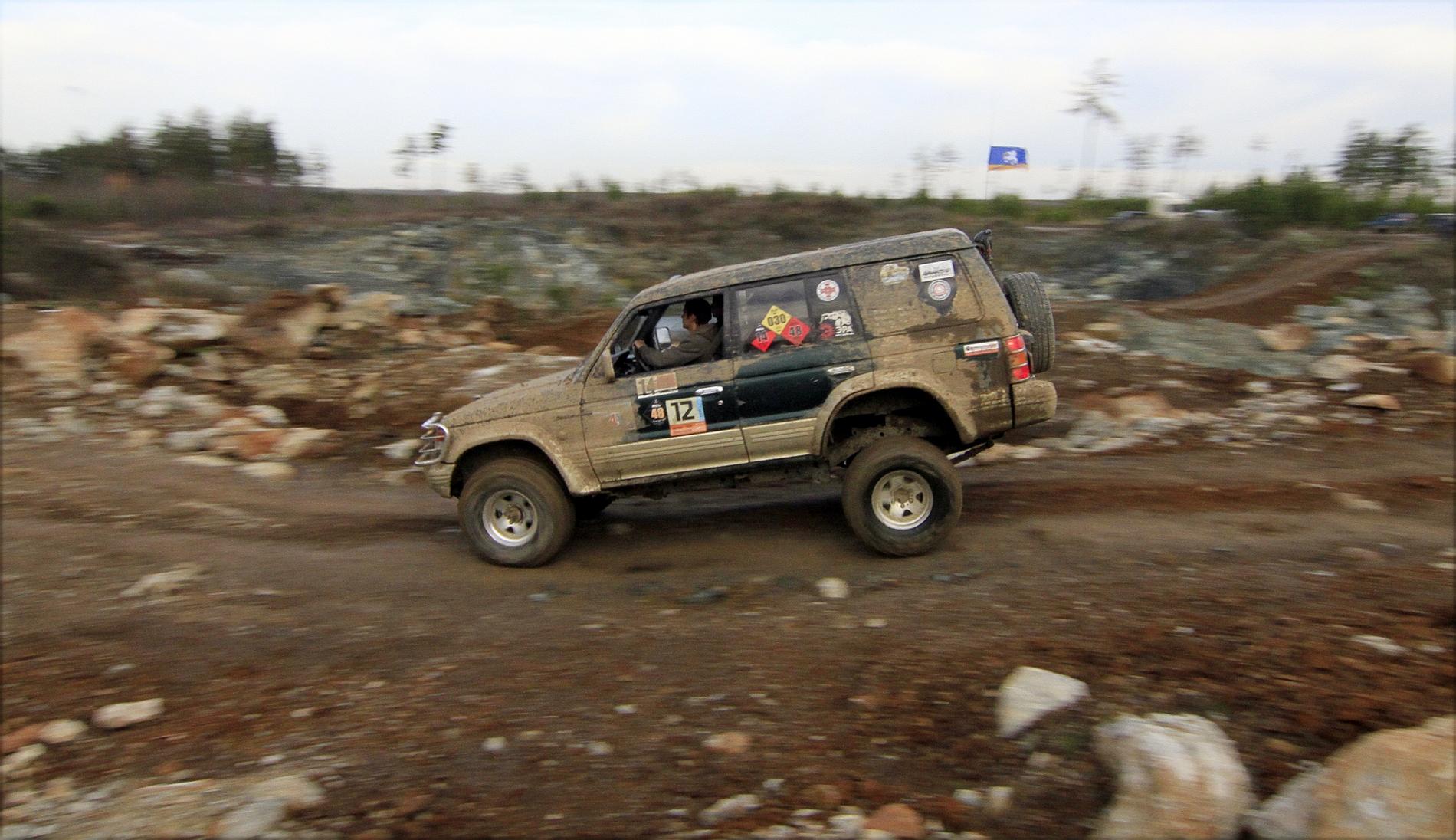 Off-road игры в каменоломне: прыжки, спуски и премьера