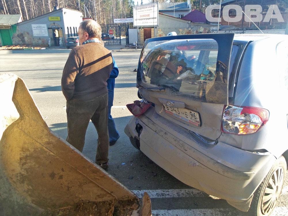 На Репина бульдозер не успел затормозить и въехал в Hyundai