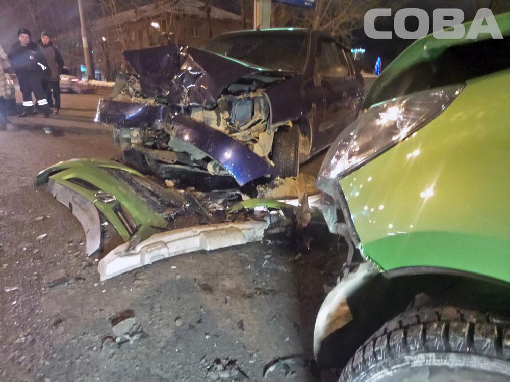 На Ботанике пьяный водитель Renault протаранил встречный автомобиль