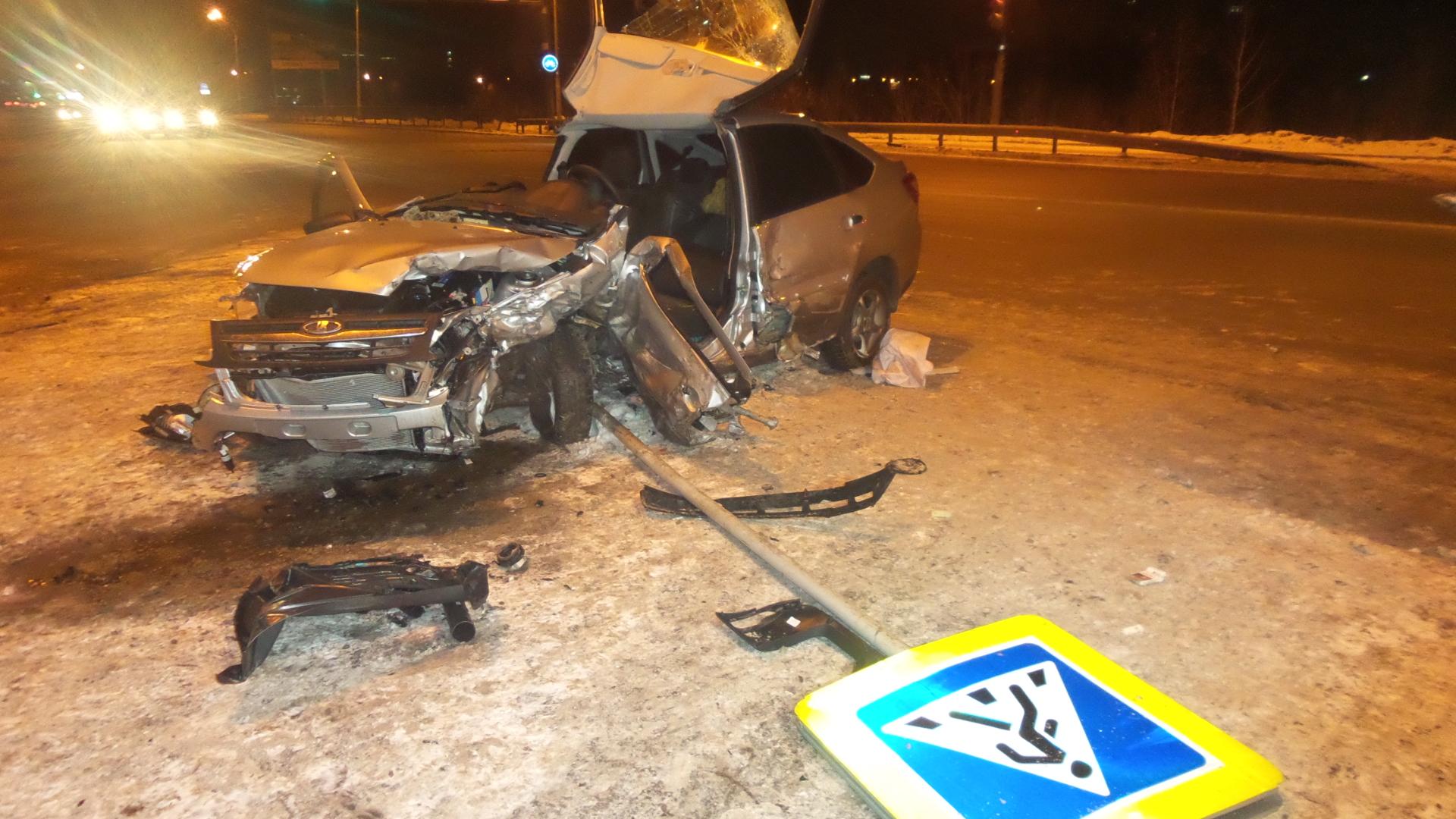 На перекрестке Машинной и Фурманова лоб в лоб столкнулись Lada и Toyota