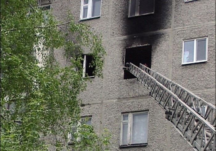 В многоэтажке на Сортировке сгорела квартира. В поджоге подозревают хозяина