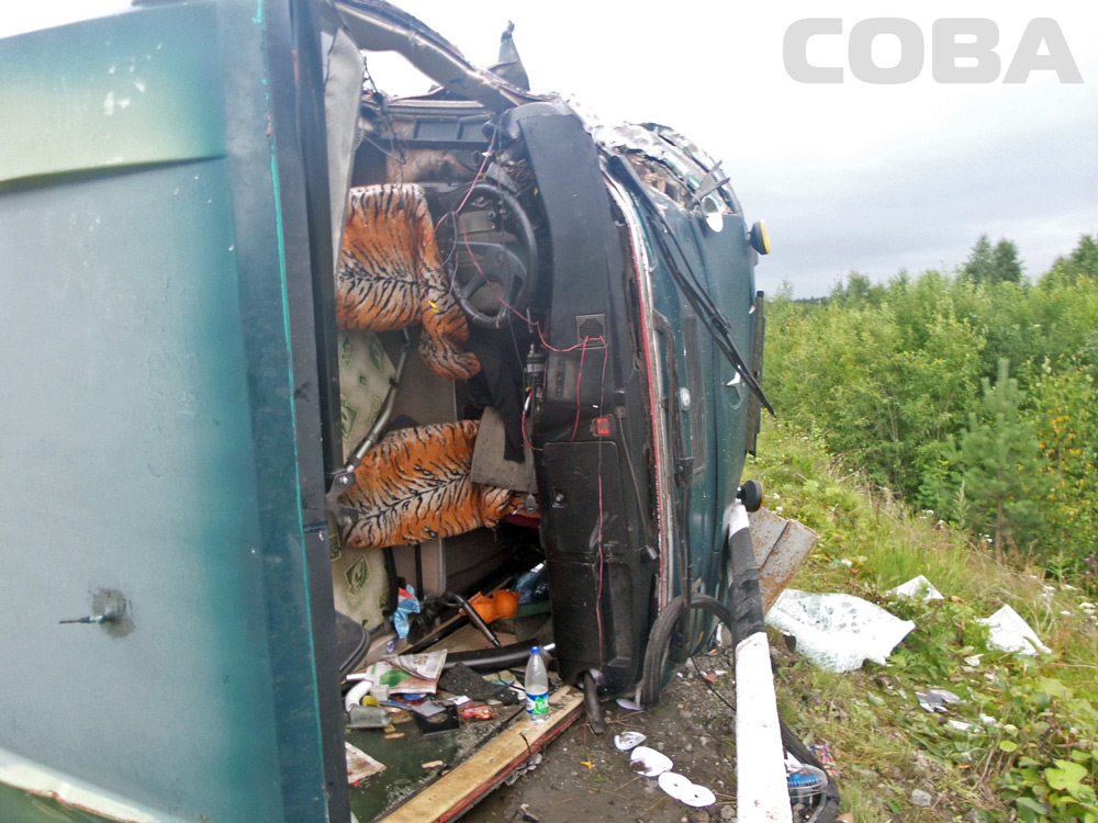 Причиной столкновения автобуса и грузовика на Серовском тракте стала резко затормозившая «девятка»