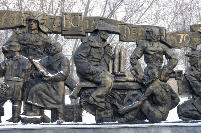 На Уралмаше открыли 13-метровый мемориал труженикам тыла