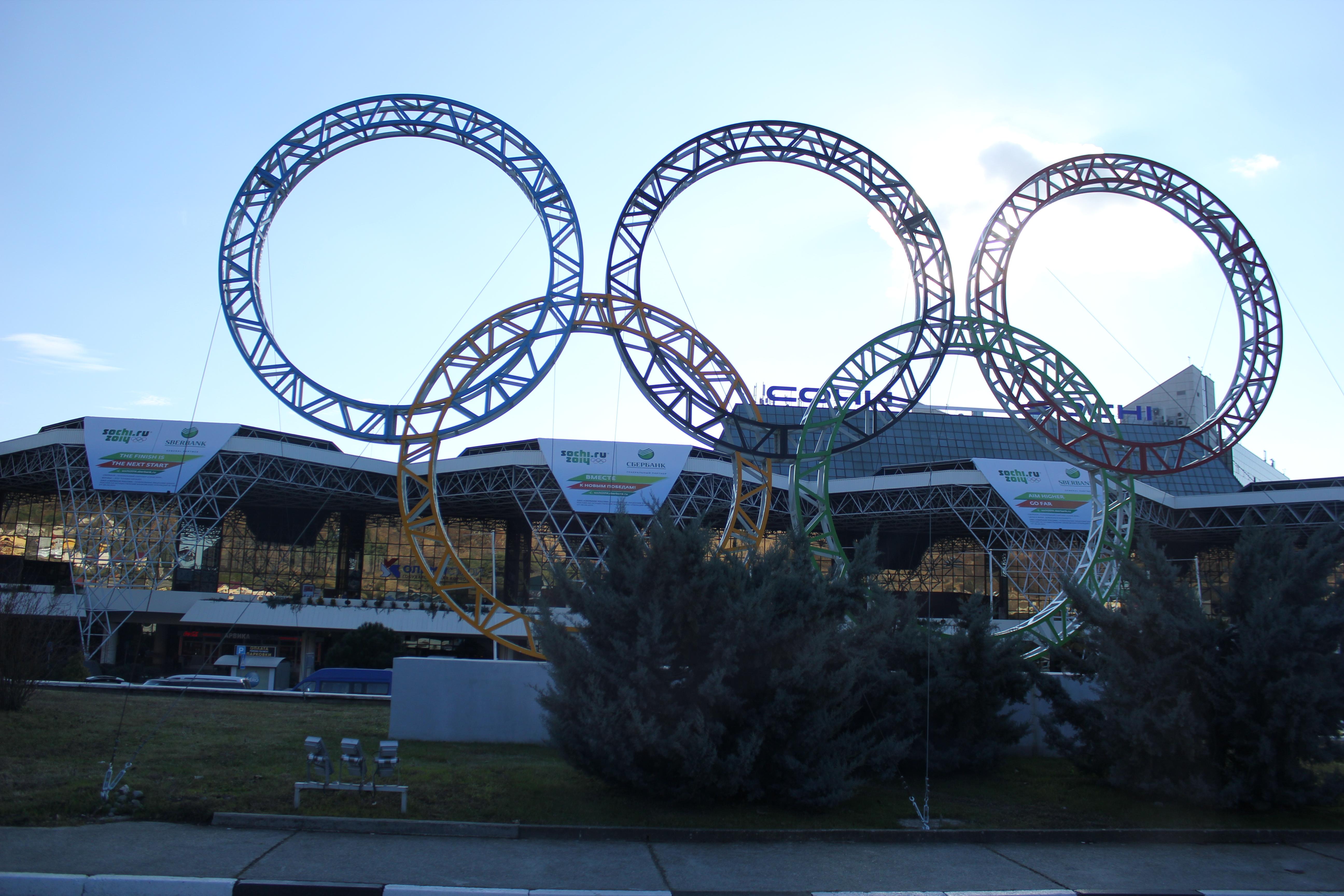 Сочи за полтора месяца до Игр: олимпийский хай-тек и белье на балконах