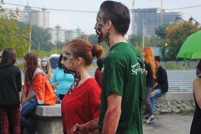 Нашествие живых мертвецов: в Екатеринбурге прошел зомби-моб