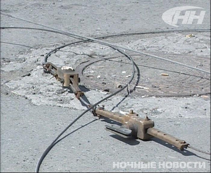 МАЗ оборвал провода на перекрестке Щорса — Белинского