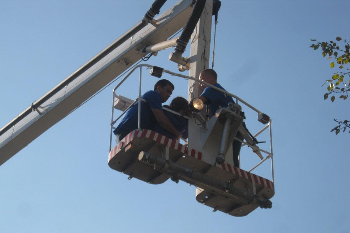 Спасатели сняли с крыши свердловчанку, пытавшуюся покончить с собой