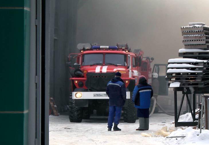 Около «Меги» загорелся завод пластиковых изделий «Садко»