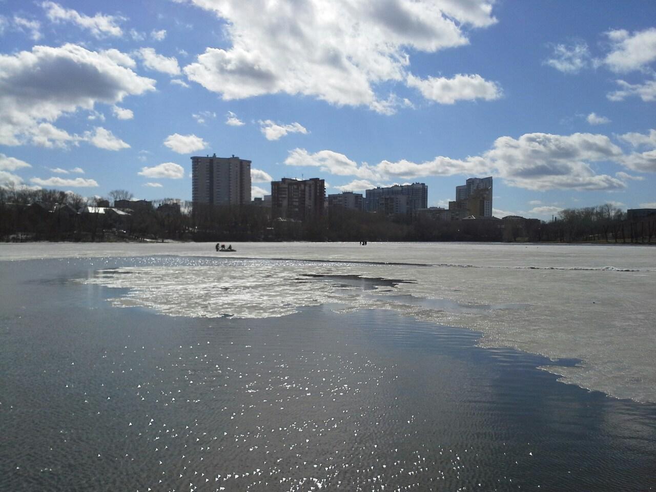 Екатеринбургские полицейские сняли со льдины семилетнего мальчика