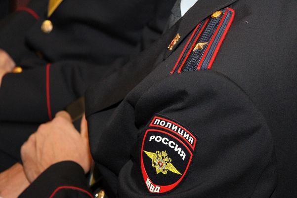 В Арамиле полицейский, рискуя жизнью, спас соседку от разъяренного сожителя