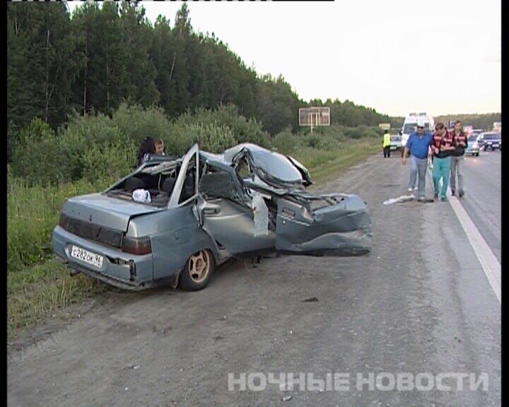 На Новомосковском тракте «десятка» влетела под фуру