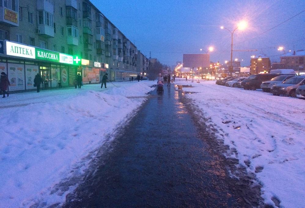 Екатеринбургскую слякоть ночью присыпало снегом, но ненадолго