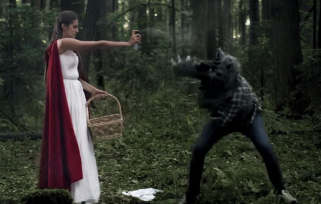 Девушки, учитесь! Мисс Екатеринбург — 2012 показала, как отбиться от волка в темном лесу