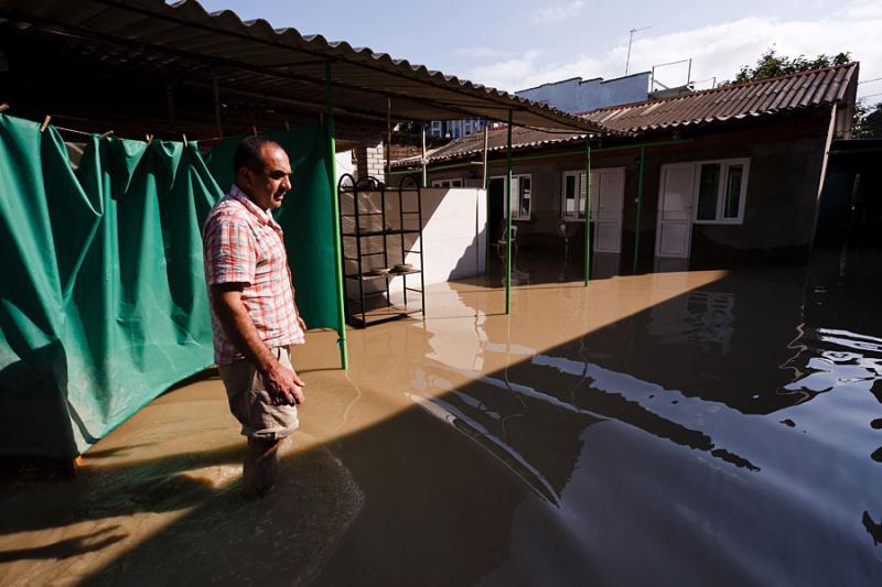 Кубанским спасателям не хватает сапог и респираторов