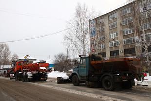 На дороги Екатеринбурга высыпали 165 тонн реагентов
