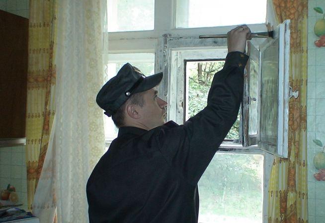 В Новоуральске полиция поймала воров-форточников