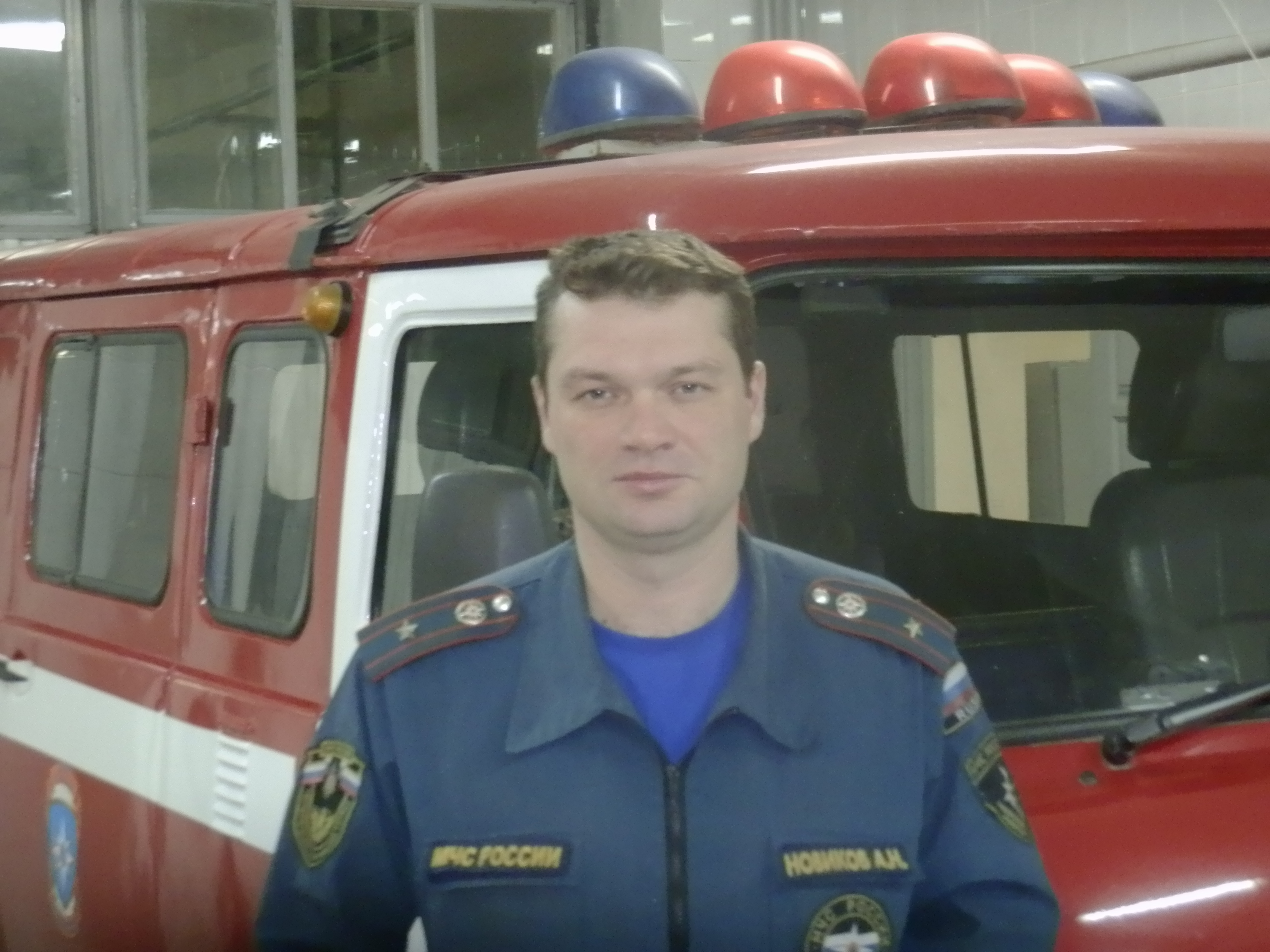 Сотрудник МЧС спас провалившегося под лед рыбака