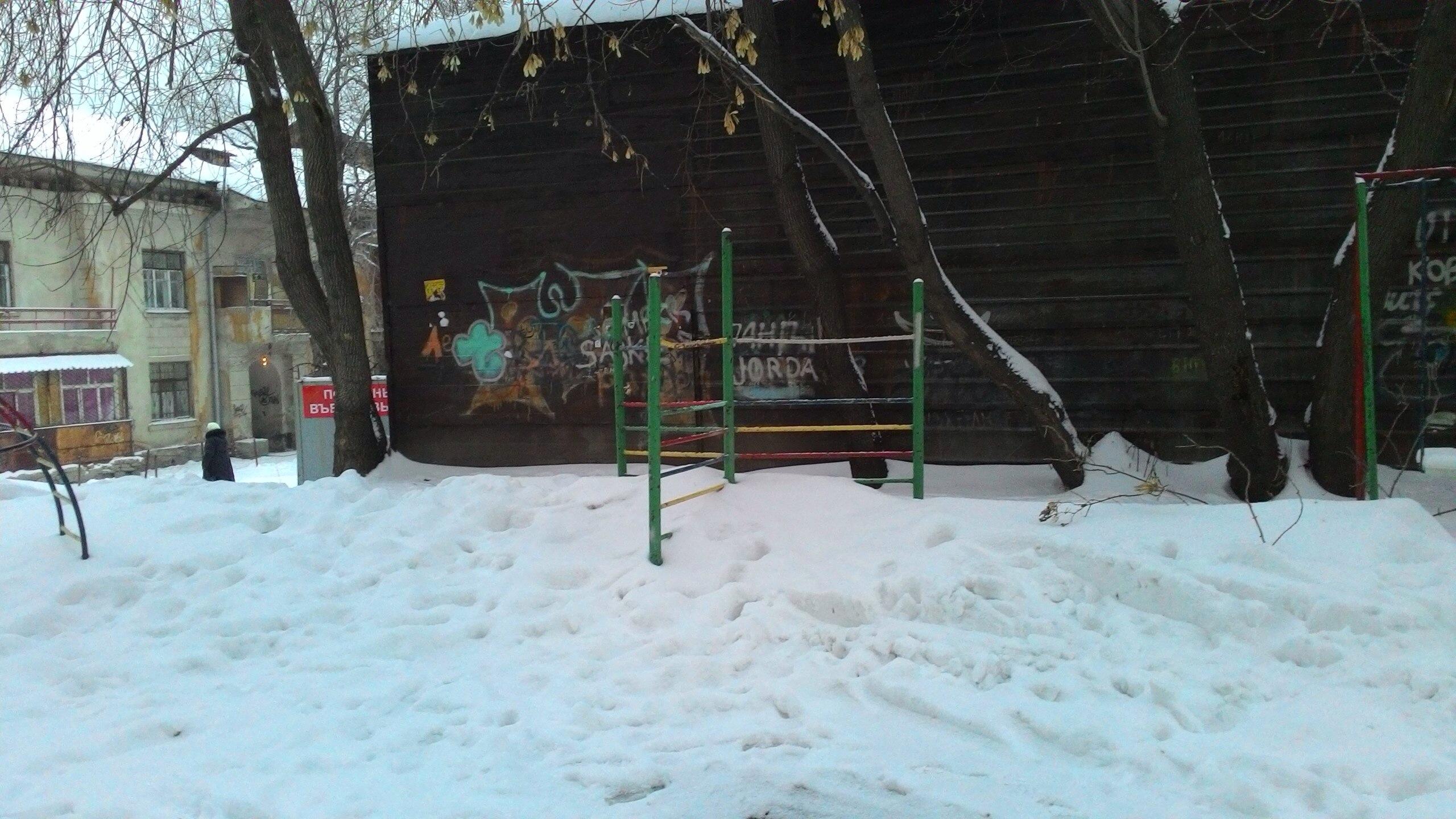 Жалуйтесь! Портал 66.ru составляет карту нечищеных дворов Екатеринбурга