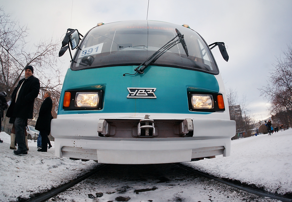 В Екатеринбурге показали трамвай, который не будет ходить по улицам города