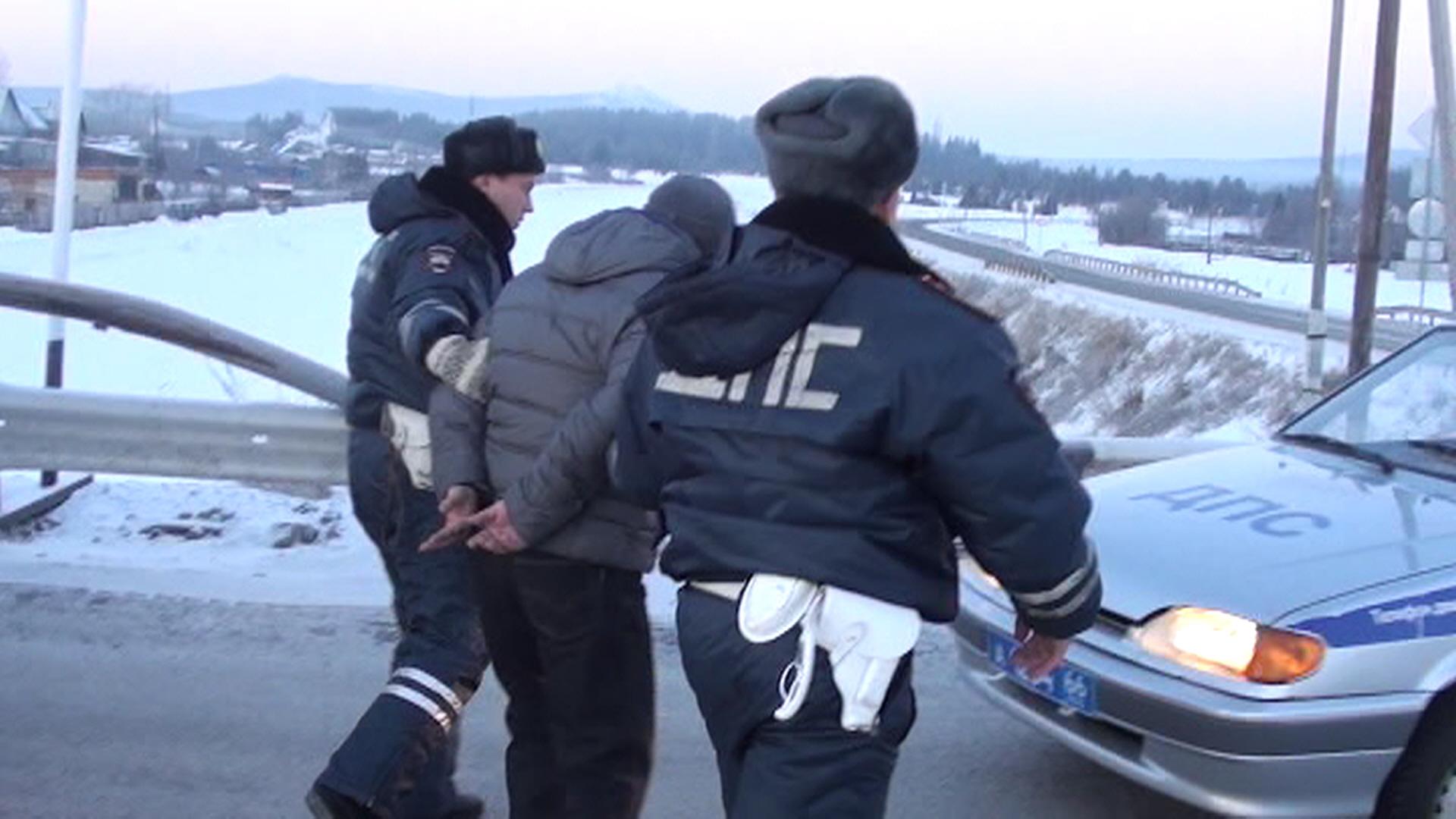 В Североуральске вооруженный налетчик вынес из банка 4 миллиона рублей