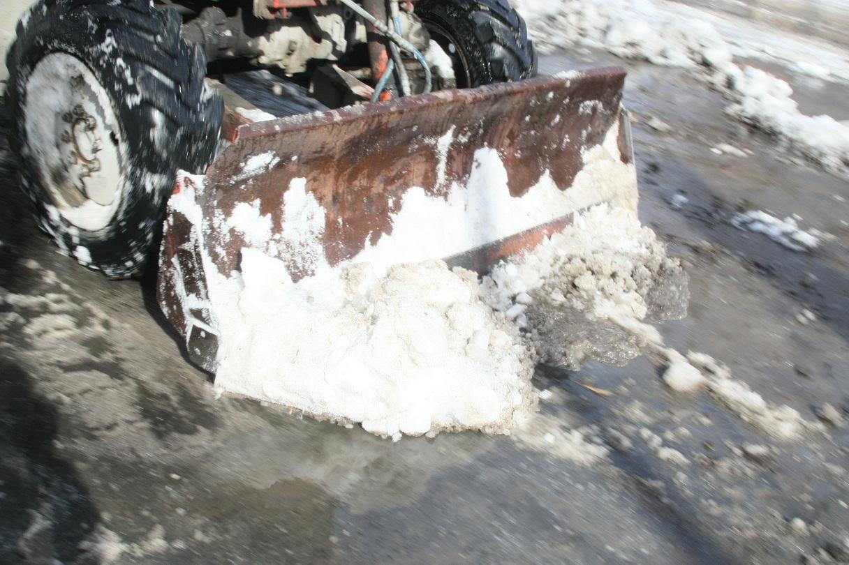 На улицы города вышли более производительные снегоуборщики