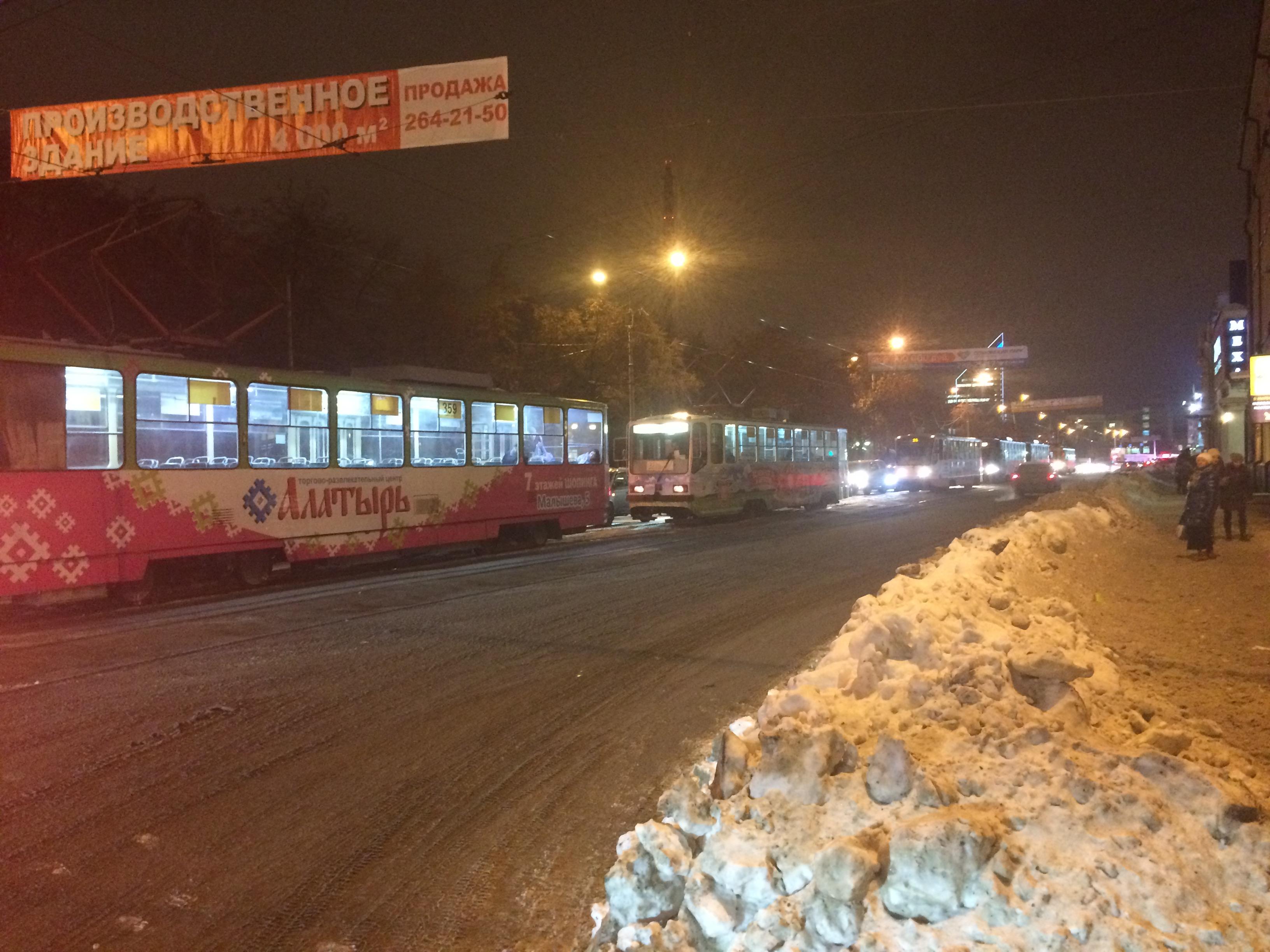 ДТП возле «Гринвича» парализовало движение трамваев в обе стороны
