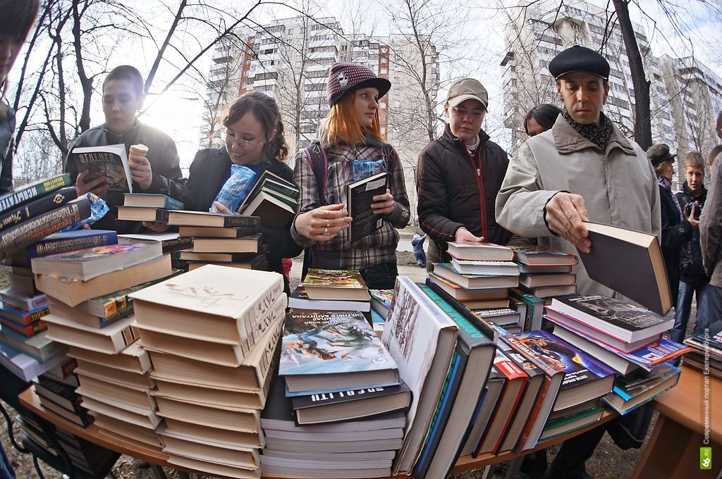 Книги, содержащие мат, предлагают продавать запечатанными