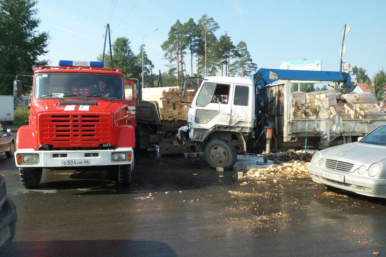 Объезжайте Объездную: 2 грузовика + 2 внедорожника = пробка