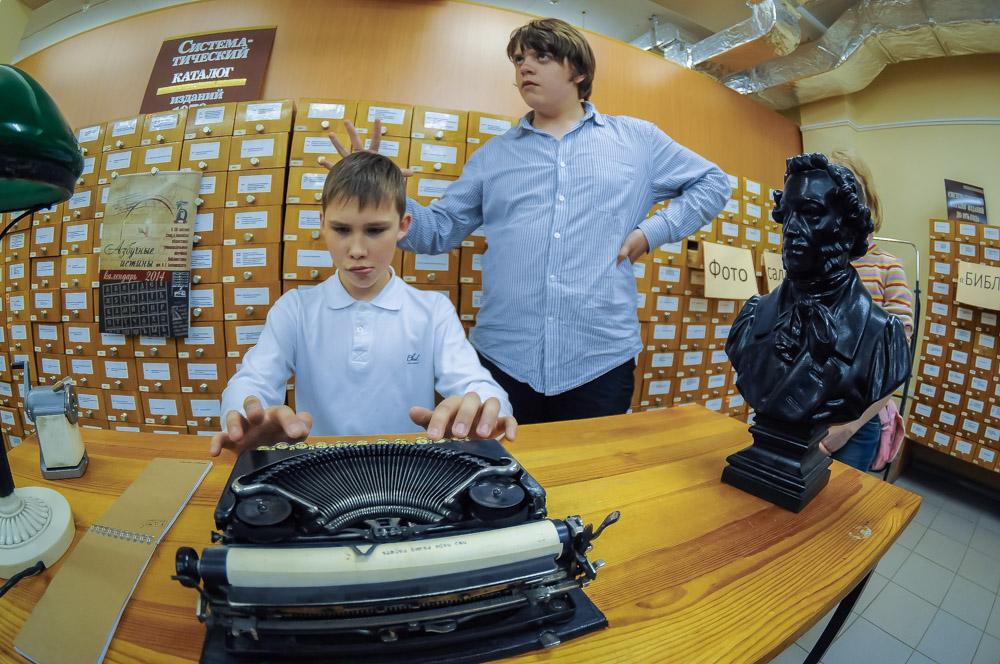 Фоторепортаж 66.ru: снежной библионочью екатеринбуржцы укрылись у стеллажей с книгами