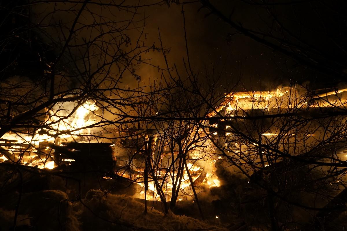 Под Первоуральском сгорели семь садовых домиков