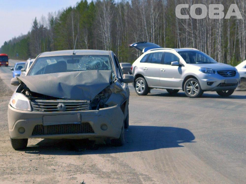 Под Екатеринбургом пьяный водитель, «виляя» по дороге, устроил аварию