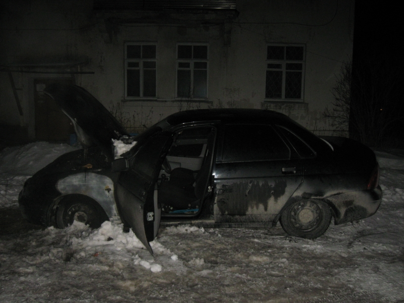 В Тавде пьяный ревнивец сжег автомобиль друга бывшей жены и избил незнакомую женщину
