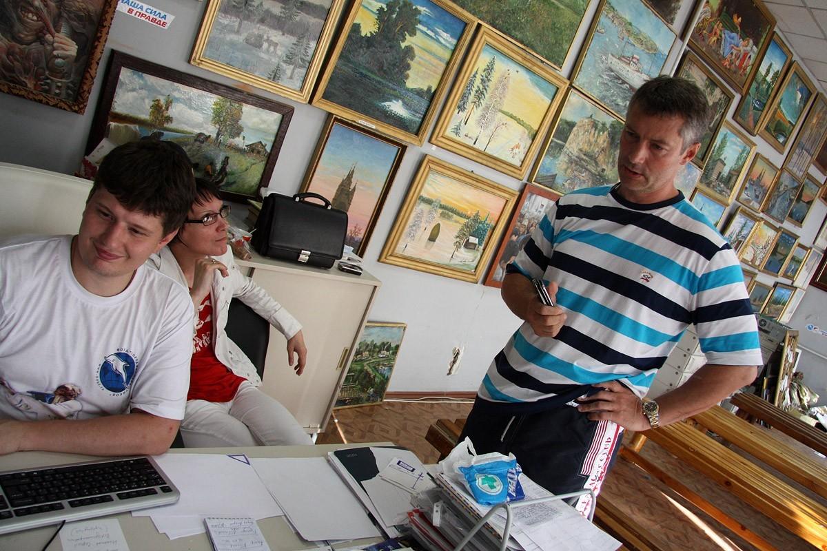 Евгений Куйвашев осмотрел невьянские иконы Ройзмана