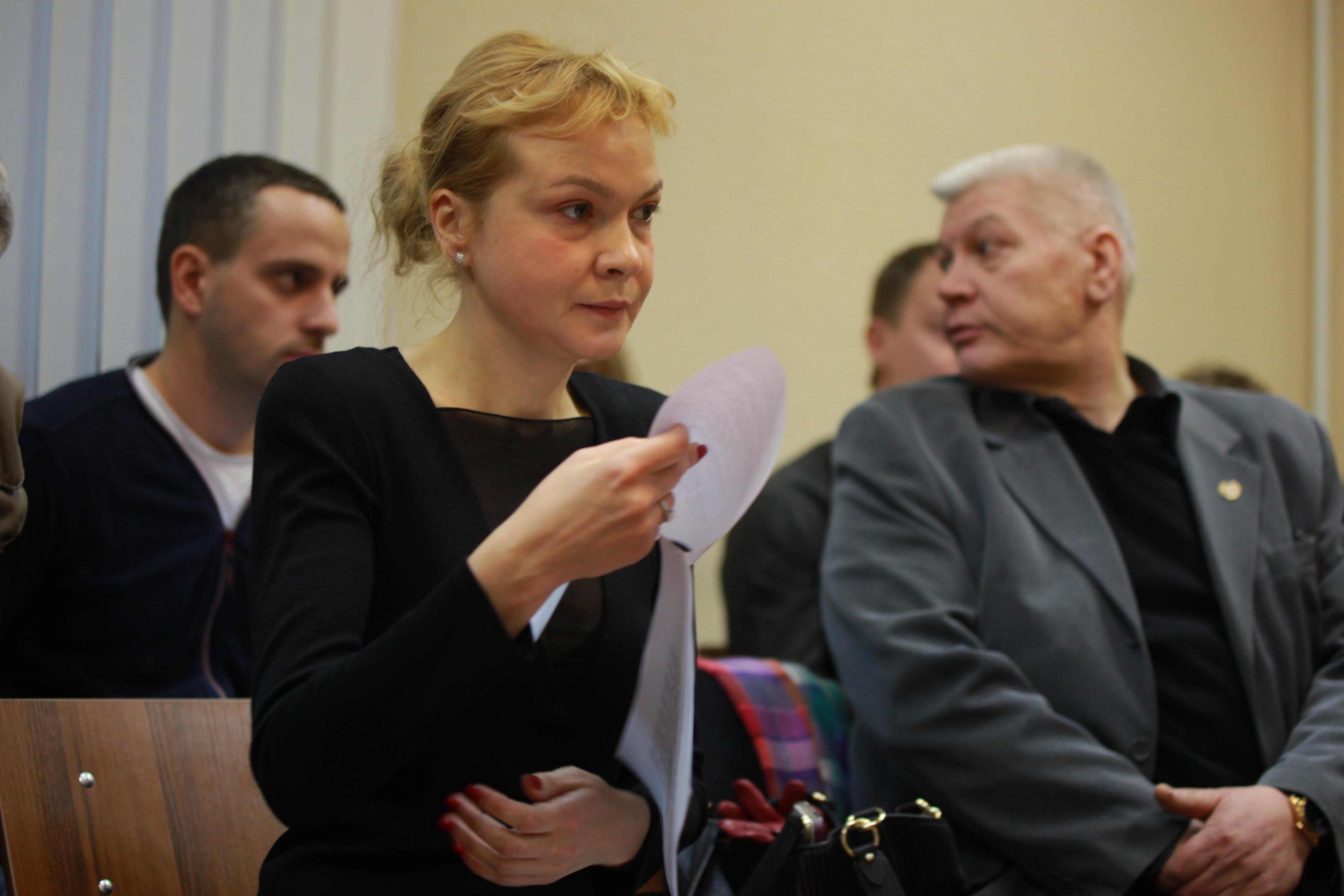 Прокурор требует взять Аксану Панову под стражу в зале суда