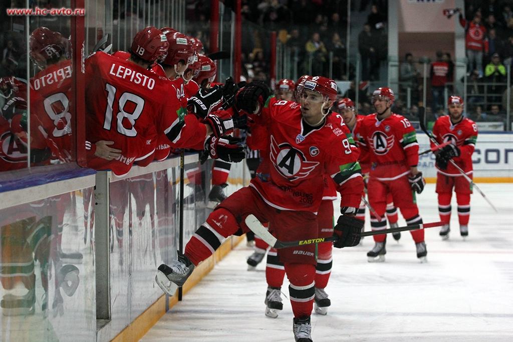 Хоккейная битва: «Автомобилист» выиграл у «Металлурга» в серии буллитов