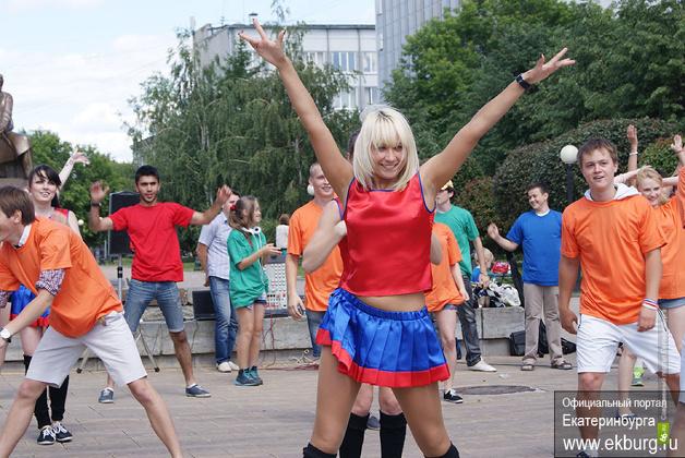 День молодежи в Екатеринбурге: эстафета, велосоревнования, танцы и веселье